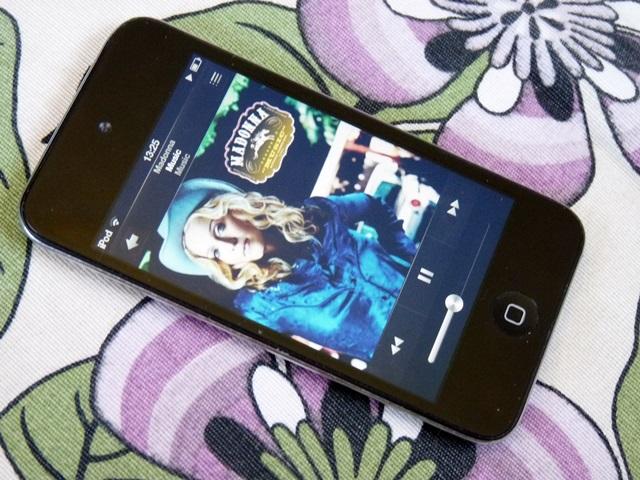 iPoly tocando Music da Madonna