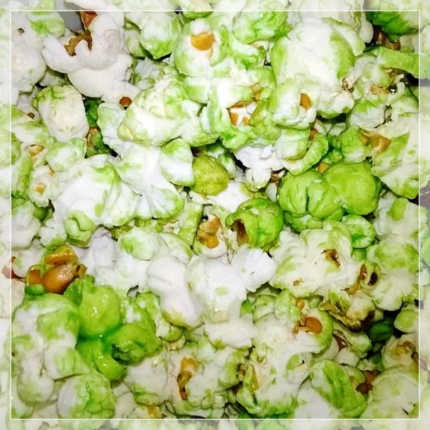 Pipoca doce e verde, linda. Tradição de assistir aos jogos comendo pipoca ^_^